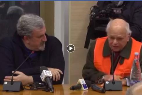 L'incontro tra i gilet arancioni e il presidente Emiliano