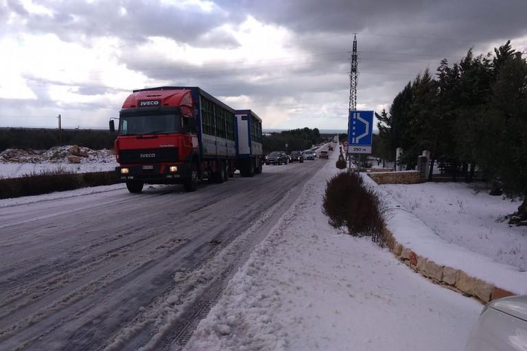 raffico bloccato sulla strada provinciale 85 che collega Bisceglie a Corato e Ruvo