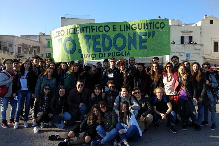 Gli studenti del Liceo Tedone sui passi di Don Tonino e Papa Francesco